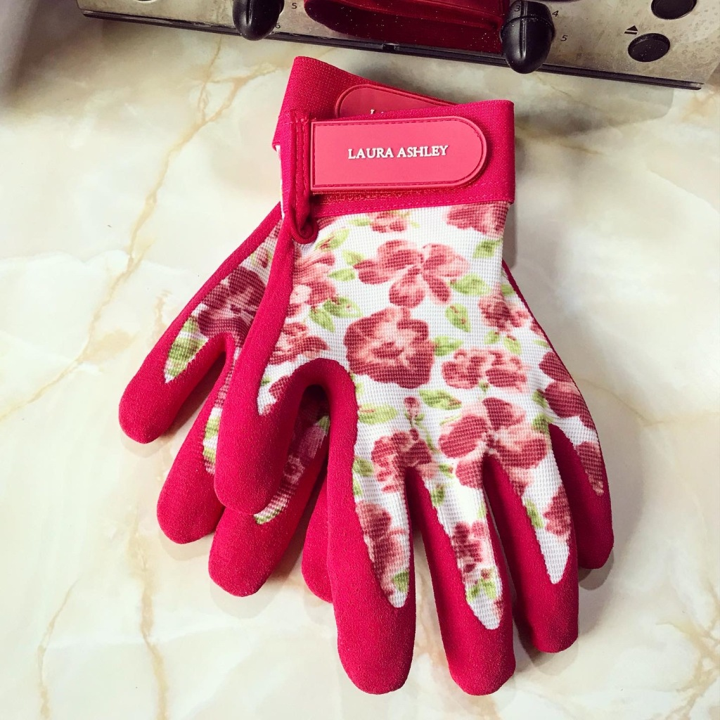 Got that into gardening that I wanted nice gloves! 😆