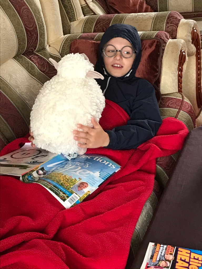 Harry has taken to my sheepy 😆 & also agrees with me... the house is freezing flipping cold! 🥶