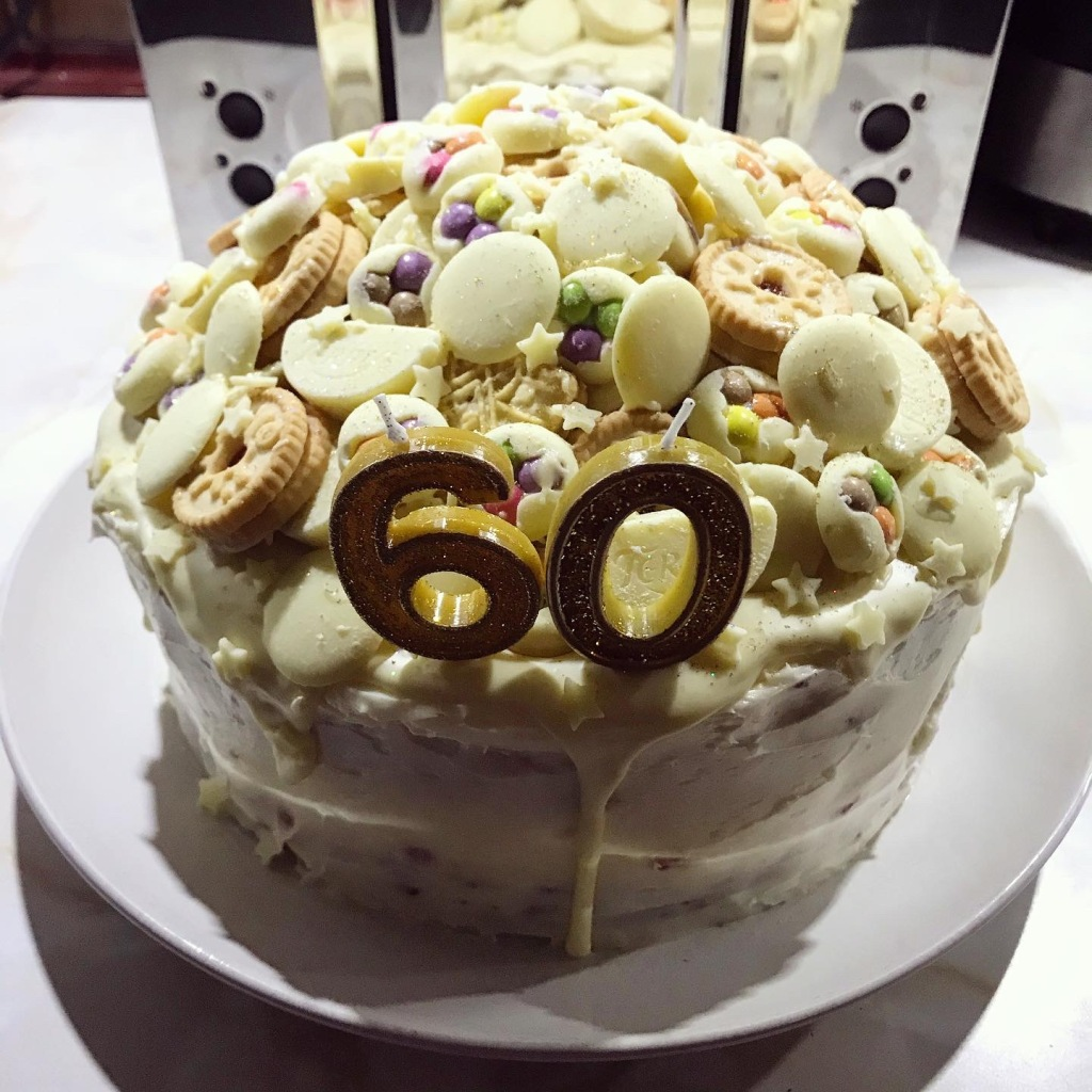 I made my dad a birthday cake for his 60th! 🎉🎂🍾